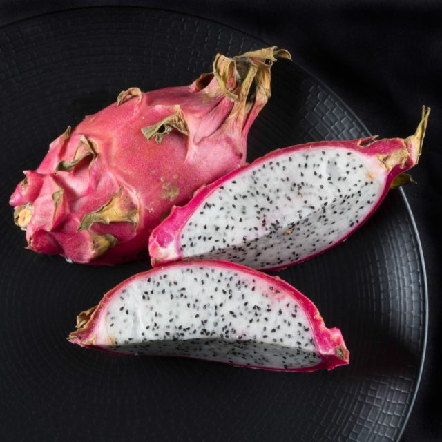 what does dragon fruit taste like and how should i eat dragon fruit